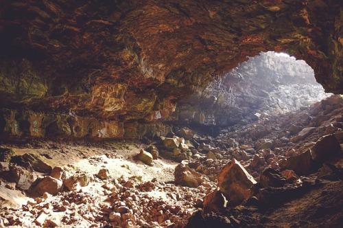 cave-690348_640