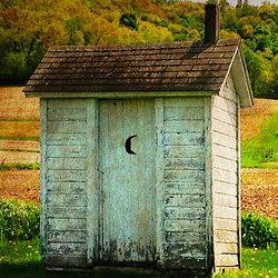 outhouse-510225_640