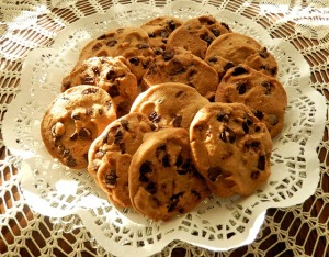 https://pixabay.com/en/chocolate-chip-cookies-sunlight-940429/