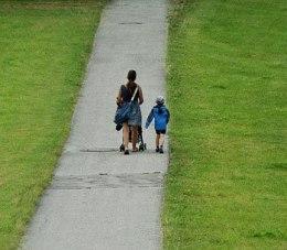 https://pixabay.com/en/mother-child-away-go-family-1532579/