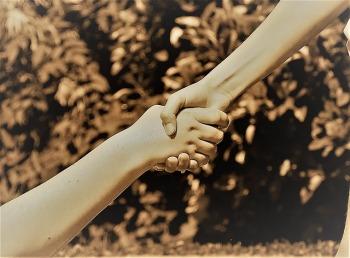 hands-2363767_640