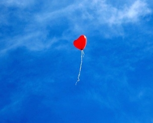 https://pixabay.com/en/balloon-heart-love-romance-sky-1046693/